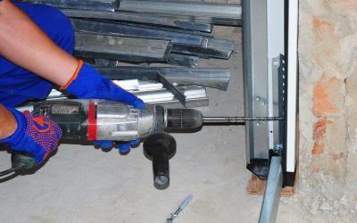 How to Avoid an Expensive Garage Door Repair Job
