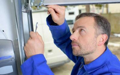 What to Look for in a Garage Door Repair Professional