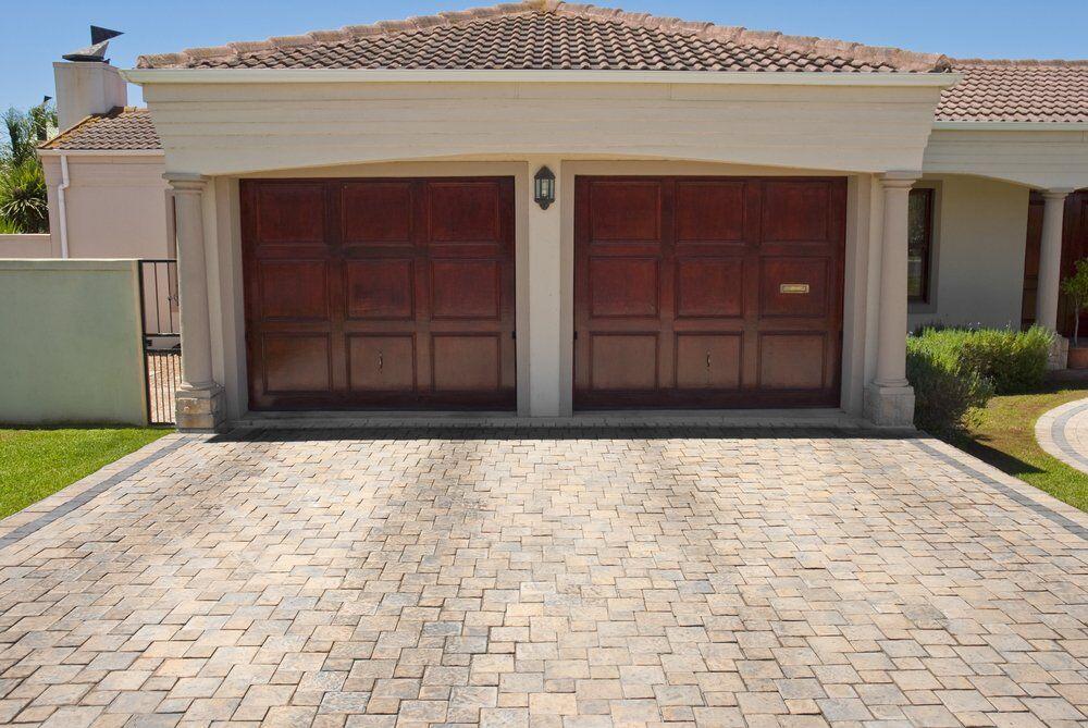 Modern Garage Door Buyer's Guide