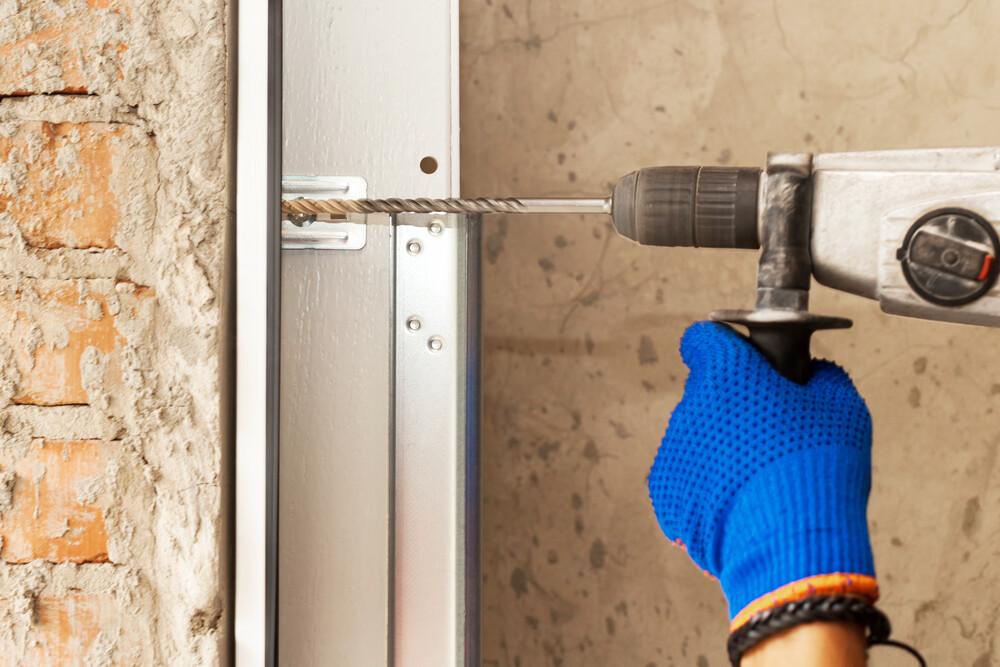 How to Diagnose a Noisy Garage Door